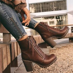 Brown lace up combat boot/Moto boots